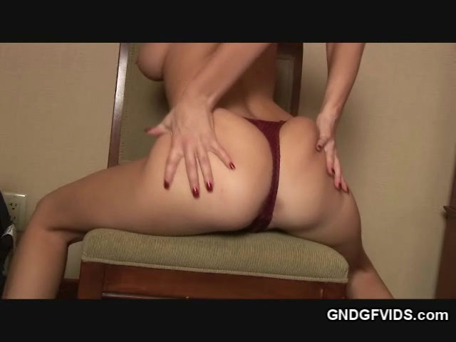 Maddie shows off her ass